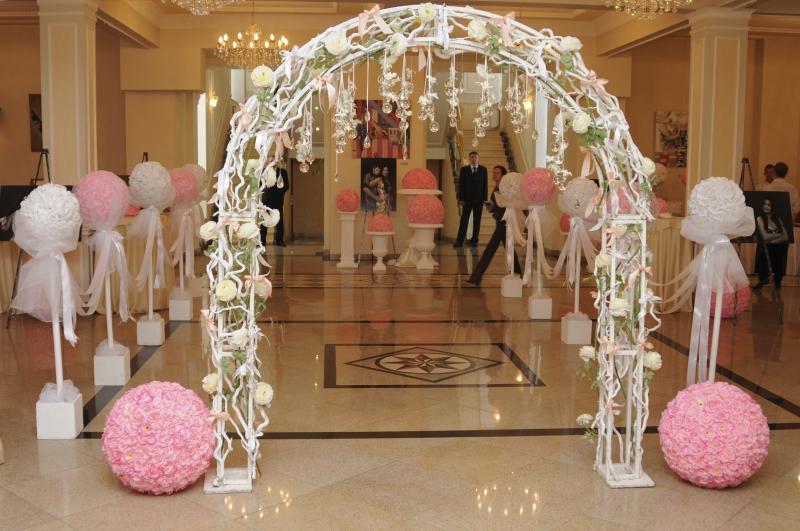 Украсить арку на свадьбу своими