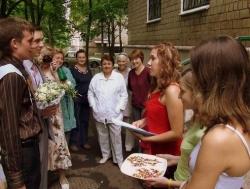 жениха встречают подруги невесты